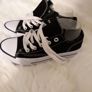 Airwalk tennis shoes